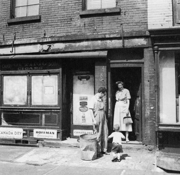 Jane-Jacobs-House-555-Hudson-Street-Vitage-Photograph-NYC (1)